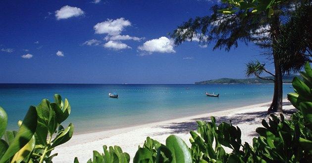 班淘海滩坐落于普吉岛西海岸的中央地区