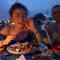 Selina晒全家出游照 夕阳沙滩幸福感爆棚-喜马拉雅fm