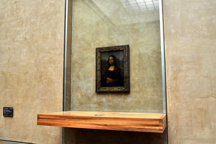 01卢浮宫唯一被玻璃隔离的《蒙娜丽莎》.jpg