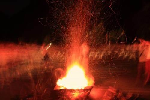 篝火旁和飞谁是原唱